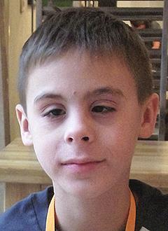 Ростислав Юриков, 10 лет, врожденная аниридия (отсутствие радужной оболочки глаза), глаукома, требуются электронные видеоувеличители. 406908 руб.