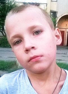 Матвей Астанин, 7 лет, муковисцидоз, легочно-кишечная форма, тяжелое течение, требуется лечебное питание. 148810 руб.