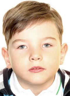 Ваня Попов, 7 лет, детский церебральный паралич, парапарез нижних конечностей, требуется операция. 84958 руб.