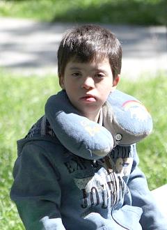 Вова П., 15 лет, тяжелая умственная отсталость, грубое недоразвитие речи, синдром Дауна, деформация стоп, требуются средства для оплаты годового содержания в социальном доме. 516000 руб.