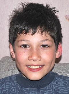 Азамат Насыров, 12 лет, укорочение правой ноги, состояние после операции, требуются ортезы и ортопедическая обувь. 77281 руб.