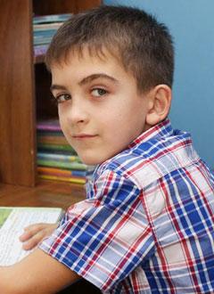 Матвей Орел, 9 лет, двусторонняя сенсоневральная тугоухость 2 степени, требуются слуховые аппараты. 215630 руб.
