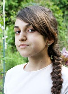 Света Петросян, 14 лет, генетическая аномальная низкорослость, требуется лекарство. 310788 руб.