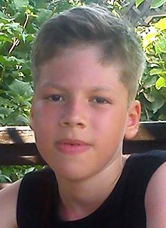 Максим Ковязин, 11 лет, синдром Беквита – Видемана, тяжелое генетическое заболевание, спасет лекарство. 73725 руб.