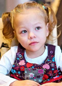 Ксюша Лоозе, 3 года, двусторонняя сенсоневральная тугоухость 4 степени, требуются слуховые аппараты. 215630 руб.