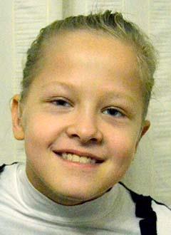 Аня Гогинова, 10 лет, двусторонняя тугоухость 4 степени, требуются слуховые аппараты. 235922 руб.