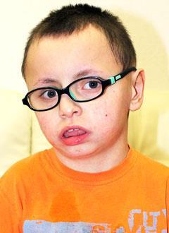 Дима Гомзяков, 11 лет, врожденный порок развития головного мозга, детский церебральный паралич, требуется лечение. 199620 руб.