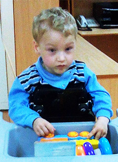 Витя Домасевич, 4 года, детский церебральный паралич, спастический тетрапарез, требуются ходунки. 284270 руб.