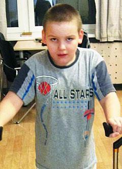 Миша Амутнов, 13 лет, детский церебральный паралич, требуется курсовое лечение. 199200 руб.