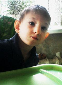 Максим Коноплев, 6 лет, резидуально-органическое поражение центральной нервной системы, требуется курсовое лечение. 199200 руб.