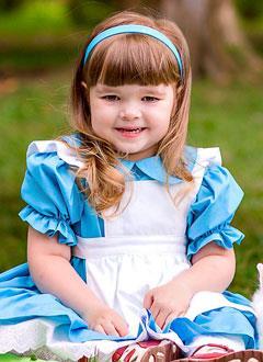 Оля Нейжмак, 3 года, спинальная мышечная атрофия, кифосколиоз грудного отдела, требуются ортопедический корсет и реабилитационный тренажер. 99820 руб.