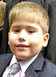 Илья Григорьев, 9 лет, деформация ног, некроз (отмирание тканей) левой стопы, требуются операции. 337039 руб.