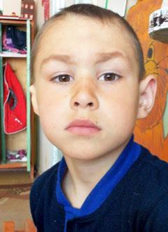 Гоша Дудин, 7 лет, заращение наружного слухового прохода справа, двусторонняя тугоухость 3-4-й степени, требуется слуховой аппарат костной проводимости. 476858 руб.