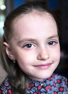 Юля Крапивина, 7 лет, нарушение ритма сердца, требуется имплантация кардиостимулятора. 561271 руб.