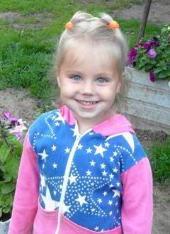 Элина Горелова, 4 года, врожденная двусторонняя косолапость, рецидив, требуется лечение. 47141 руб.