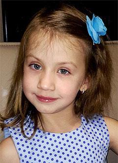 Аня Марченко, 5 лет, врожденная двусторонняя косолапость, рецидив, требуется лечение. 151900 руб.
