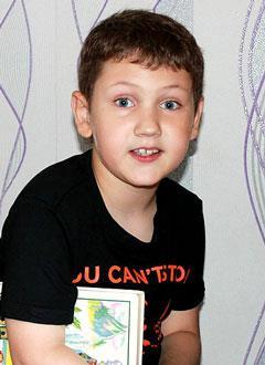 Даня Шалимов, 9 лет, акушерский паралич справа, гипотрофия (истощение) мышц правой кисти, требуются операции. 651000 руб.