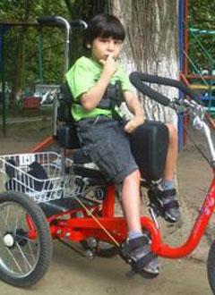 Дима Надержинский, 16 лет, детский церебральный паралич, требуются фиксаторы для рук. 280364 руб.