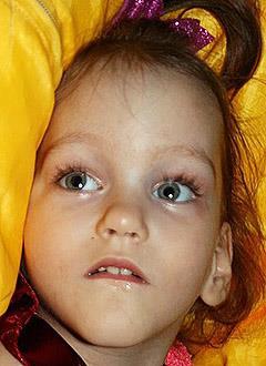 Василиса Кувалдина, 2 года, детский церебральный паралич, требуется лечение. 199430 руб.