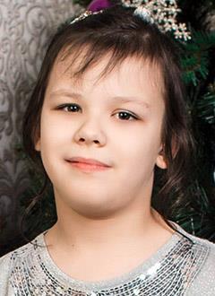 Уля Лопатина, 9 лет, двусторонняя тугоухость 3-й степени, требуется слуховой аппарат. 151792 руб.