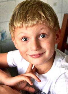Алеша Лязин, 6 лет, врожденный порок сердца, спасет эндоваскулярная операция, требуется окклюдер. 295337 руб.