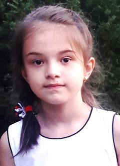 Салима Кензина, 9 лет, врожденная деформация стоп и коленных суставов, требуется этапное хирургическое и консервативное лечение. 318231 руб.