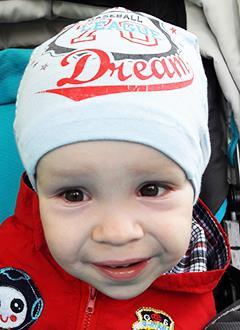 Дима Семенин, 3 года, врожденный артрогрипоз – заболевание скелетно-мышечной системы, требуется лечение. 250093 руб.