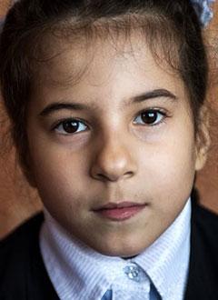 София Петрухина, 8 лет, Spina bifida, спасет лечение. 658317 руб.