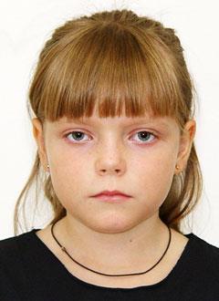 Настя Кривенкова, 7 лет, двусторонняя тугоухость 2–4-й степени, требуются слуховые аппараты. 219062 руб.