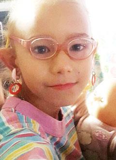 Лера Симонова, 6 лет, врожденная левосторонняя косолапость, рецидив, требуется лечение. 151900 руб.
