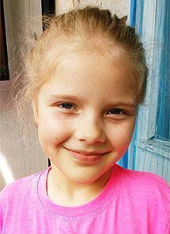 Надя Колесова, 8 лет, артрогрипоз (системное заболевание скелетно-мышечной системы), деформация стоп, требуется операция и лечение. 693641 руб.