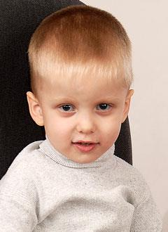 Виталик Бондарев, 3 года, несовершенный остеогенез 1-го типа, требуется курсовое лечение. 527310 руб.