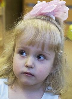 Кристина Худорожкова, 4 года, Spina bifida – врожденный порок развития спинного мозга, требуется обследование и лечение. 658317 руб.