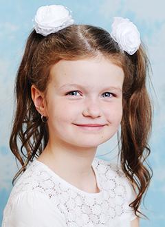 Дана Гартусова, 8 лет, двусторонняя тугоухость 4-й степени, требуются слуховые аппараты. 218953 руб.