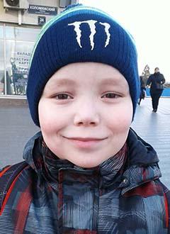 Никита Савченко, 8 лет, двусторонняя тугоухость 3–4-й степени, требуются слуховые аппараты. 319424 руб.