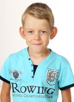 Антон Кудайбергенов, 9 лет, деформация грудной клетки 3-й степени, требуется операция. 242822 руб.