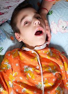 Артем Сорокин, 8 лет, детский церебральный паралич, требуется лечебное питание и расходные материалы для гастростомы. 204197 руб.