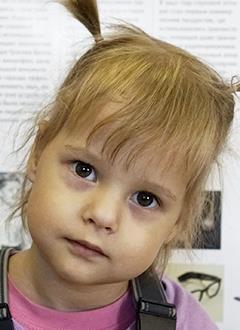 Вика Умматова, 3 года, двусторонняя хроническая сенсоневральная тугоухость 4-й степени, требуются слуховые аппараты. 135300 руб.