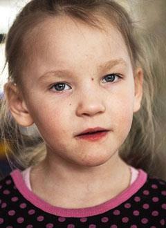 Саша Сухачева, 5 лет, нарушение ритма сердца, спасет замена электрокардиостимулятора. 612396 руб.