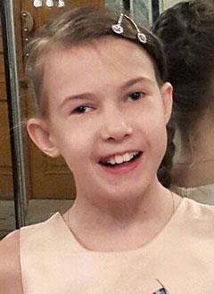 Вика Александровская, 11 лет, врожденный порок сердца, нарушение сердечного ритма, спасет замена электрокардиостимулятора. 180598 руб.