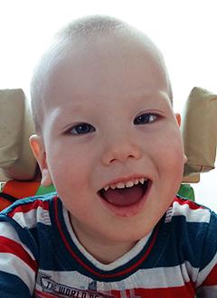 Денис Коробцов, 2 года, детский церебральный паралич, спастический тетрапарез, требуется опора для стояния. 251937 руб.