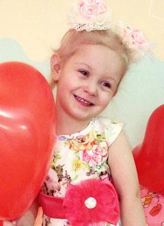 Настя Варавина, 4 года, нарушение сердечного ритма, спасет операция по замене электрокардиостимулятора. 180579 руб.