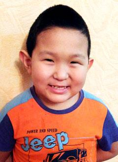 Тамир Федотов, 7 лет, двусторонняя тугоухость 3–4-й степени, требуются слуховые аппараты. 131882 руб.
