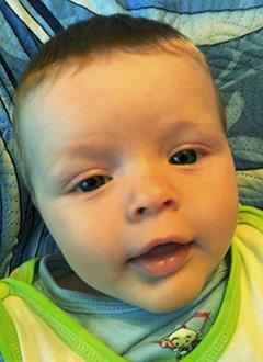 Ваня Тарасюк, 4 месяца, врожденная правосторонняя лучевая косорукость, требуются операции. 354187 руб.