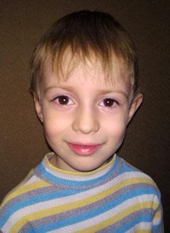 Лева Давыдов, 5 лет, врожденный порок сердца, спасет эндоваскулярная операция, требуется окклюдер. 157325 руб.
