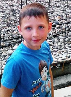 Никита Вихров, 7 лет, тяжелая форма апластической анемии, спасут лекарства. 1107698 руб.