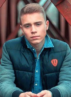 Артем Петров, 17 лет, S-образный грудопоясничный сколиоз 3-й степени, требуется ортопедический корсет. 75950 руб.