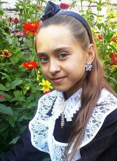 Света Федорова, 15 лет, нарушение ритма сердца, тахикардия, спасет операция. 240436 руб.