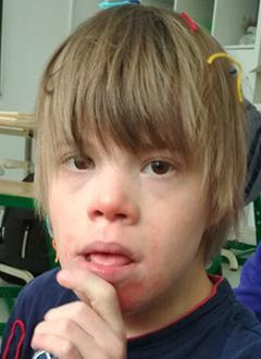 Сережа К., 17 лет, синдром Дауна, умственная отсталость, грубое недоразвитие речи, требуются средства для оплаты годового содержания в социальном доме. 960000 руб.
