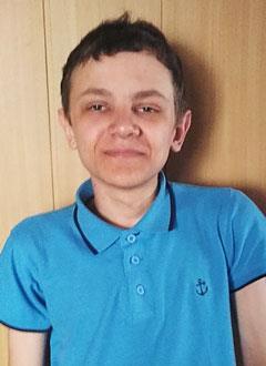 Алеша Вавилов, 15 лет, нейрофиброматоз (доброкачественные пигментные образования), прогрессирующий грудной кифосколиоз 4-й степени, требуется операция. 301977 руб.